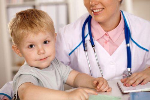 Мальчик и врач