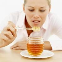 Девушка и мед