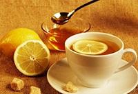 Лимон, кружка, ложка