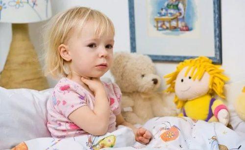 Девочка, кровать, игрушки