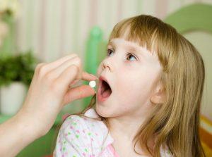 Ребенок, прием лекарства