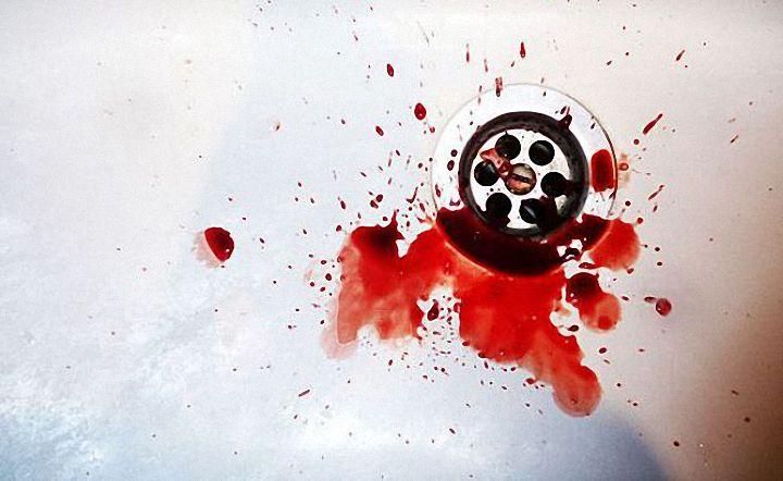 Кровь в раковине