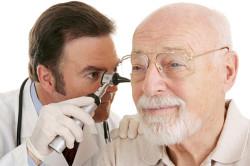 Обращение к врачу для выяснения причины шума в ушах