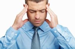 Головная боль как причина заложенности ушей
