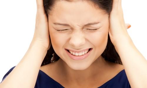 Боль в ушах при отите