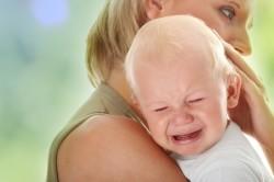Беспричинный плач - симптом отита