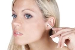 Чрезмерная чистка ушей как причина грибка в ушах