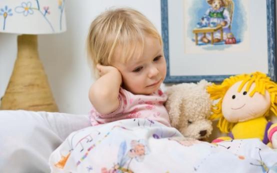 Как диагностируется и лечится экссудативный отит у ребенка?