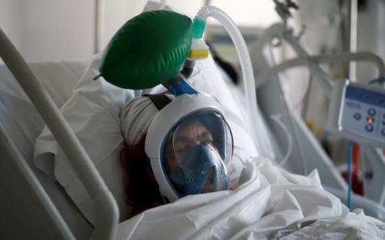 Россия сравнялась с Германией по числу больных коронавирусом: выход на плато не состоялся