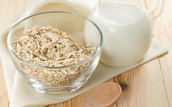 5 полезных рецептов из овса с молоком от бронхита