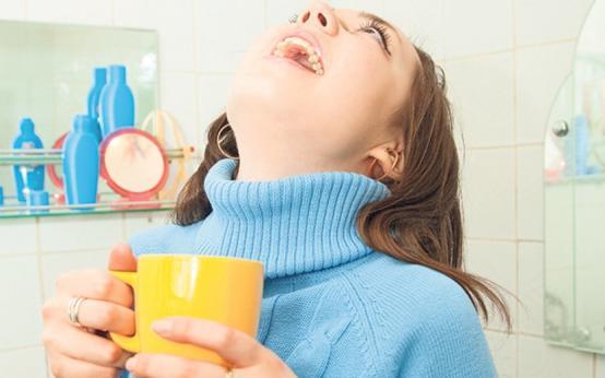 Чем полоскать горло при кашле в домашних условиях