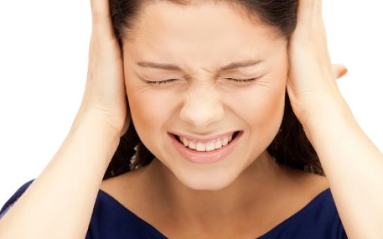 Отчего болит ухо внутри и как его лечить?