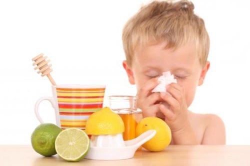 Лимоны и мальчик