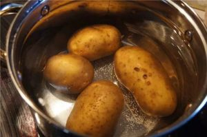 Картошка, кастрюля