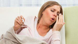 Женщина, температура, кашель