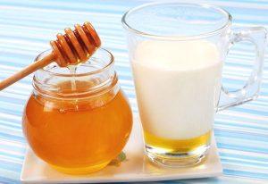 Коктейль из молока и мёда при кашле