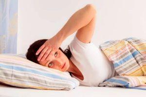 Женщина, жар, постель