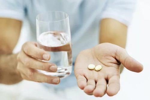 Таблетки, вода