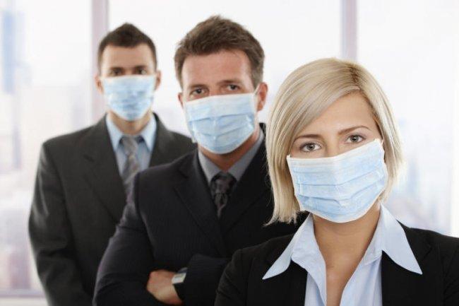 Работники в масках