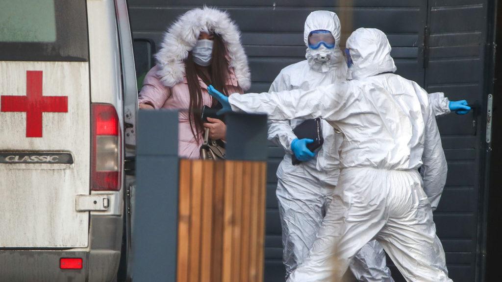 Почти 70,000 россиян заражены коронавирусом: запреты для граждан усиливаются