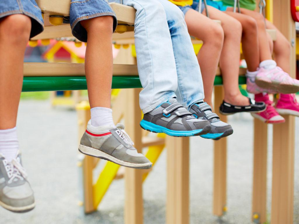 Какую обувь покупать школьникам: для улицы, физкультуры и на «сменку»